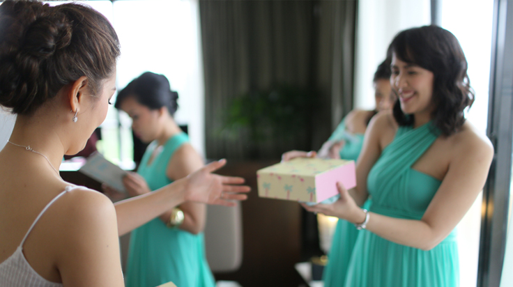 giving gifts to bridesmaids