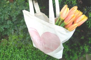 bridesmaids tote with flowers
